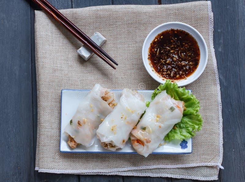 Macarronete de arroz cozinhado chinês Rolls fotos de stock royalty free