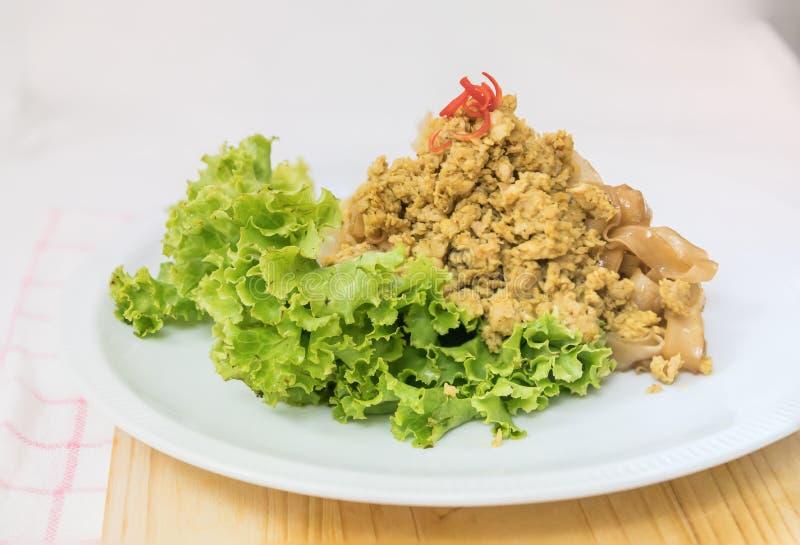 Macarronete de arroz fritado da agitação com carne de porco (a almofada vê Eiw) imagens de stock royalty free
