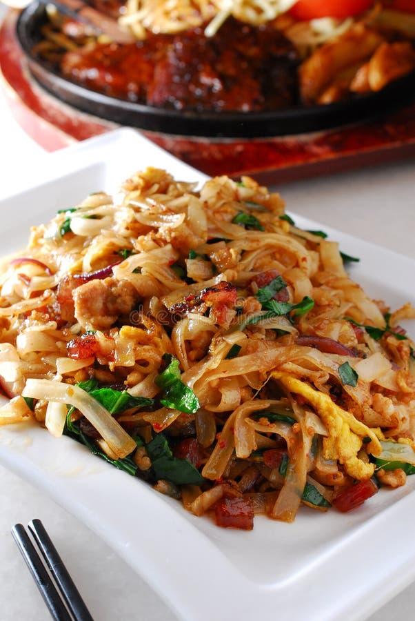 Macarronete de arroz fritado tailandês fotografia de stock royalty free