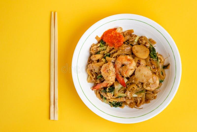 Macarronete de arroz liso fritado agitação fotografia de stock