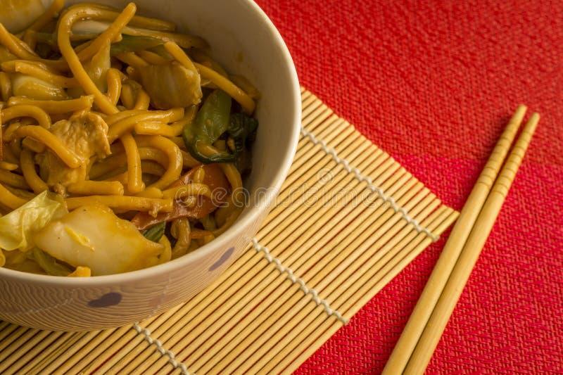 Macarronete fritado Yakisoba Refeição asiática da culinária fotos de stock