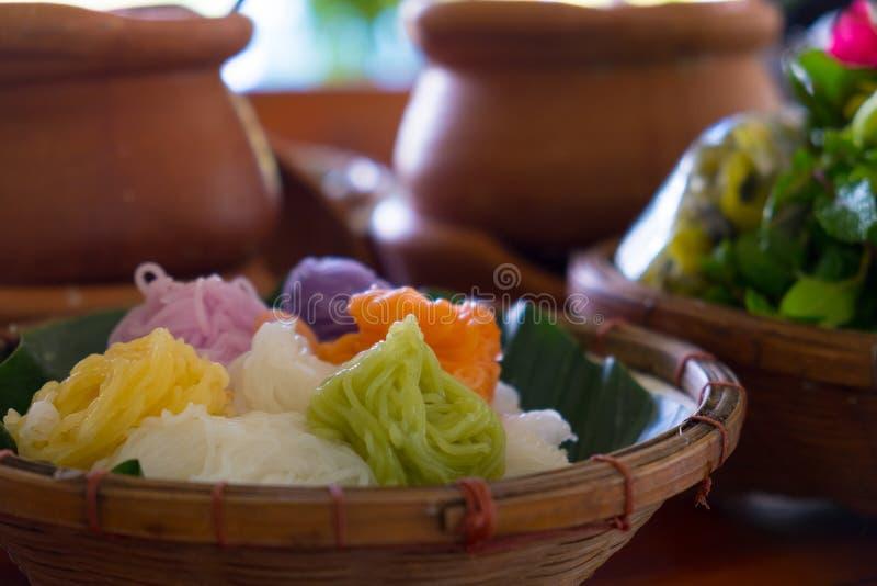 Macarronete tailandês do alimento com cor completa fotos de stock royalty free
