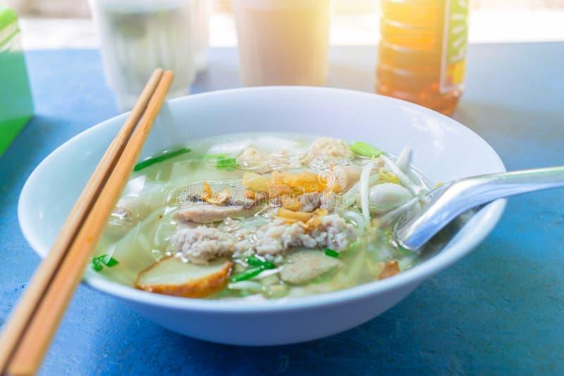 Macarronete tailandês do estilo chinês com beansprout imagem de stock