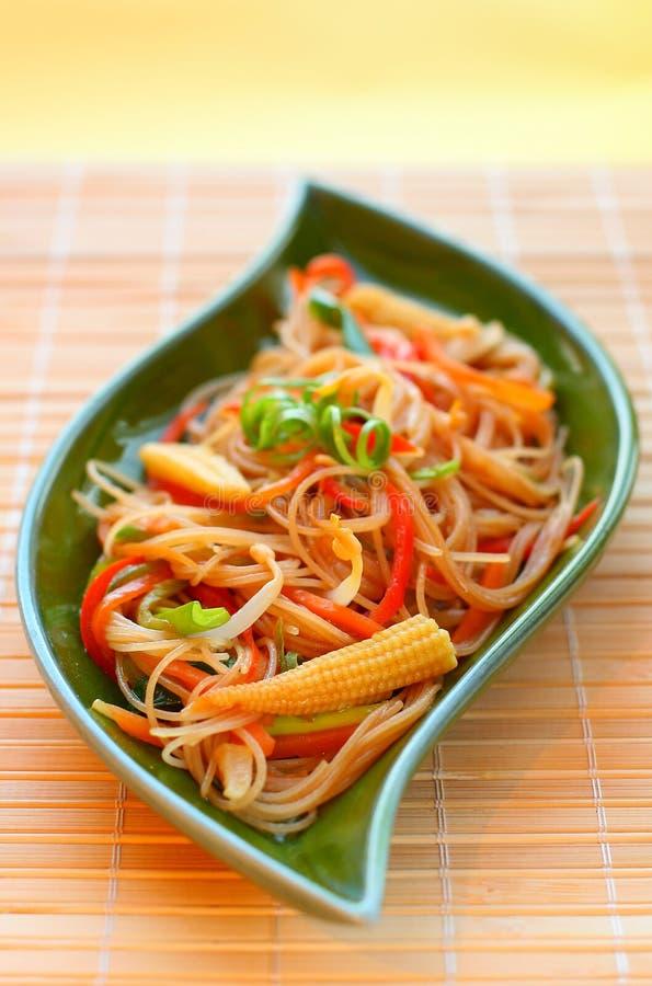 Download Macarronetes com vegetais. imagem de stock. Imagem de cenoura - 12804337