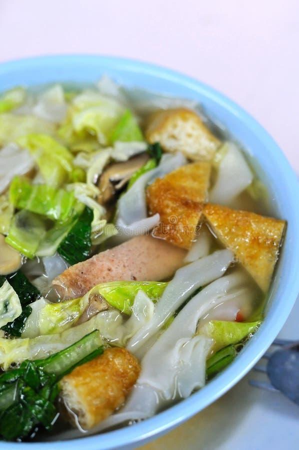 Macarronetes da sopa do vegetariano fotos de stock royalty free