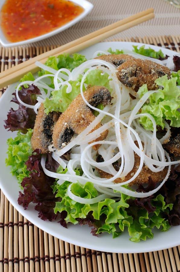 Download Macarronetes De Arroz Com Cogumelos Imagem de Stock - Imagem de snack, prato: 26513215