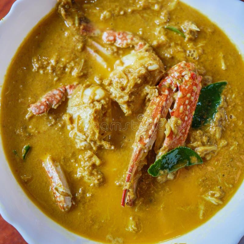 Macarronetes de arroz no molho de caril do caranguejo fotografia de stock royalty free