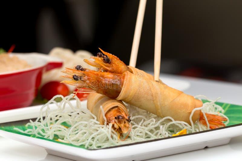 Macarronetes fritados friáveis vietnamianos com vário alimento como o fundo imagem de stock royalty free