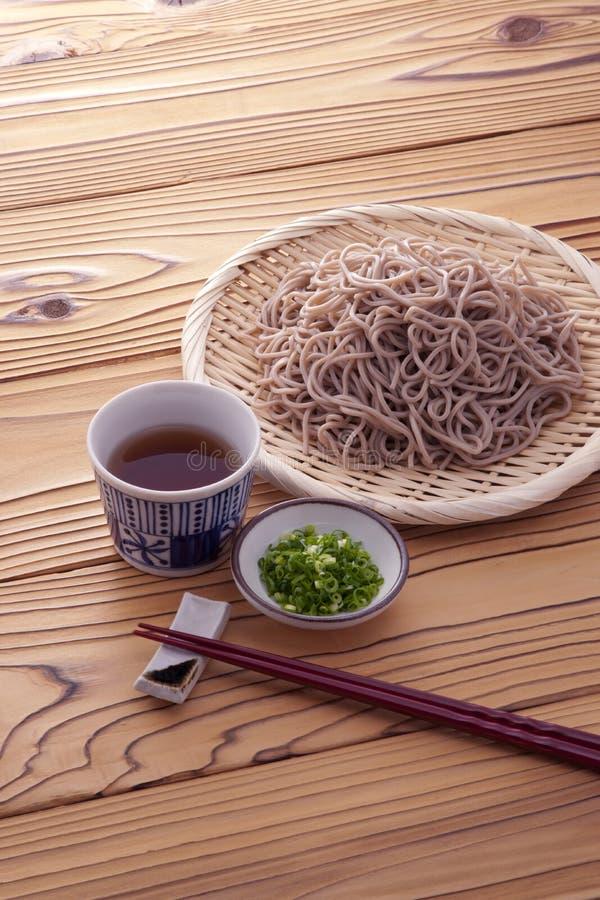 Macarronetes japoneses do trigo mourisco no verão fotografia de stock royalty free