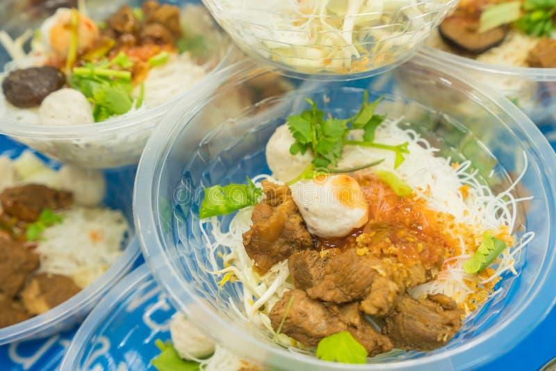 macarronetes ou sopa japonesa dos ramen com carne de porco para o almoço fotografia de stock