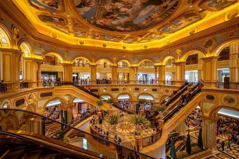 Macau, China - salão grande do hotel Venetian imagem de stock royalty free