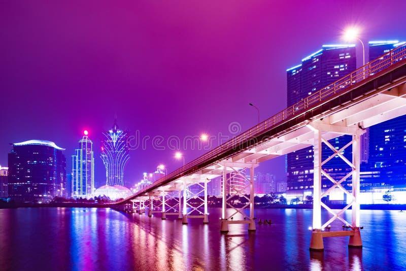 Macau-Stadtbildskyline nachts in China lizenzfreie stockfotos