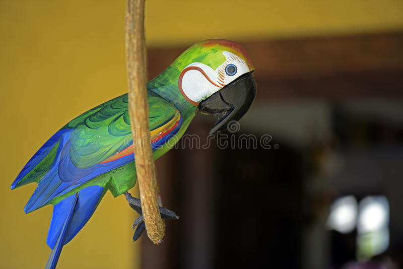 Macaw carved in wood, Brazilian craftwork. ITATIBA, SP, BRAZIL - AUGUST 30, 2015 - Macaw carved in wood, craftwork much appreciated in the decoration of country royalty free stock image