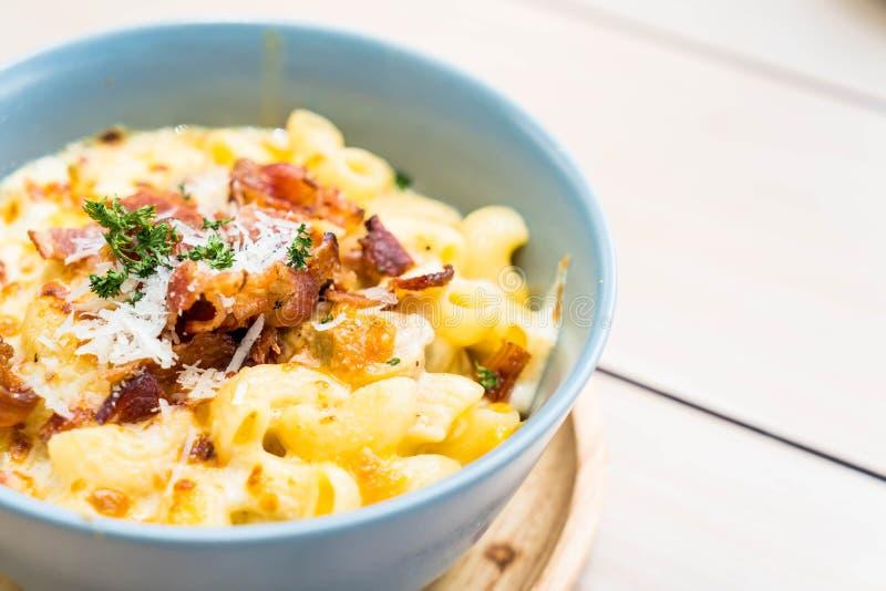 Maccheroni con formaggio e bacon fotografia stock