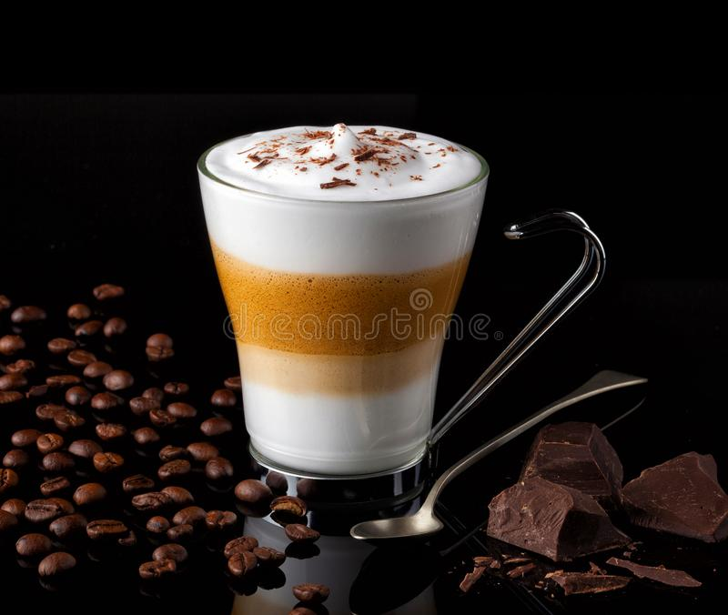 Macchiato Capuccino или latte формируя слои стоковые фото