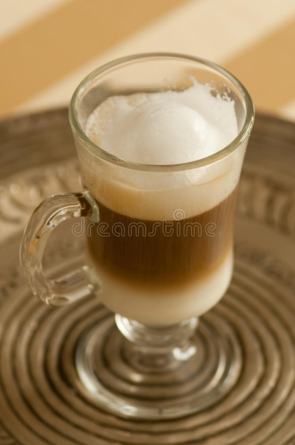 Macchiato do latte de Caffe fotografia de stock royalty free