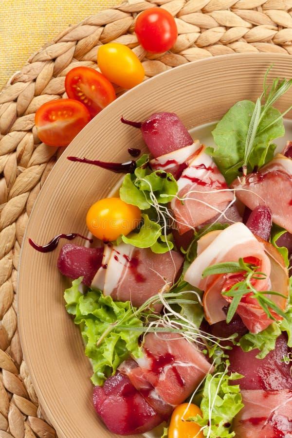 Macchietta sulla pera in vino rosso fotografia stock