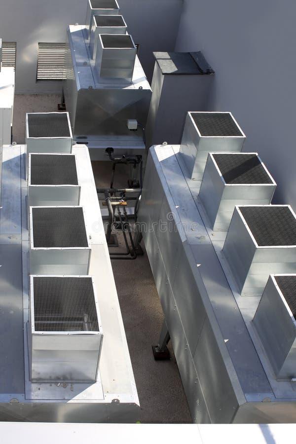 Macchina d'argento grigia industriale del condizionatore d'aria immagini stock