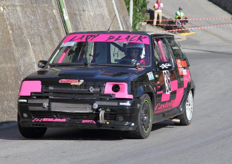 Macchina da corsa di Renault R5 GT Turbo durante la corsa immagini stock libere da diritti