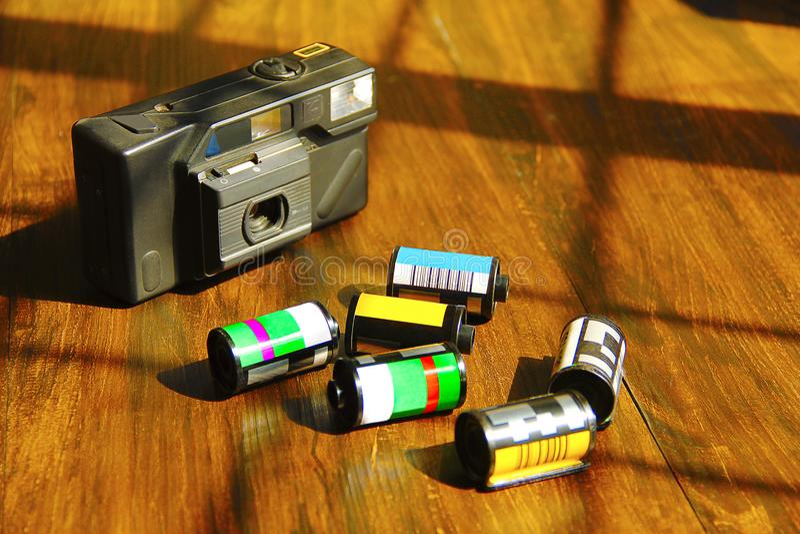 Macchina da presa con i rotoli della macchina fotografica fotografia stock