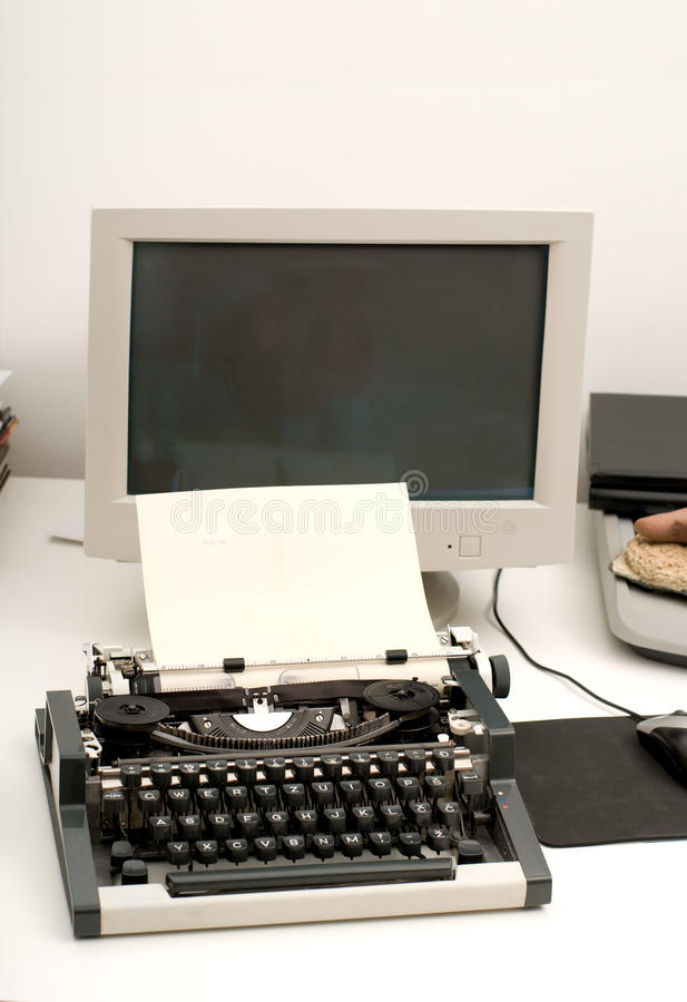 Macchina da scrivere e calcolatore fotografie stock libere da diritti