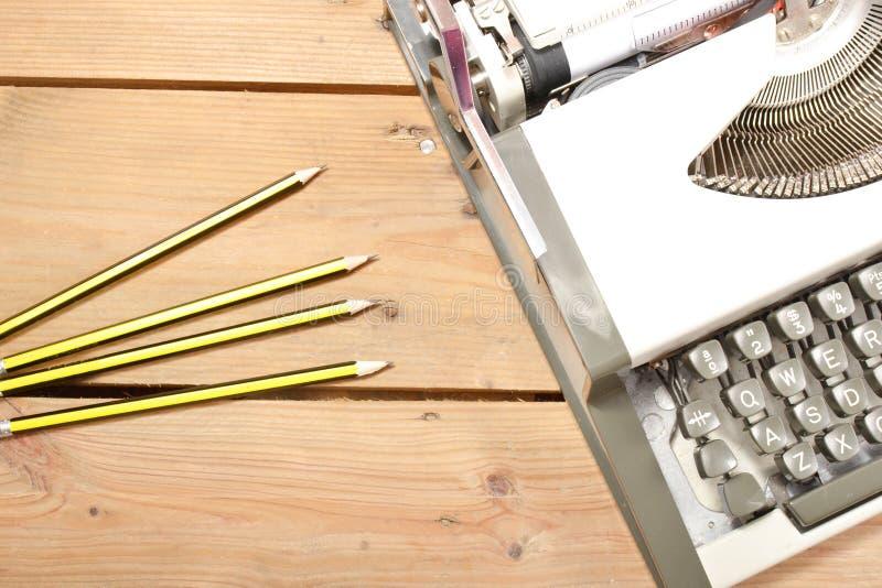 Macchina da scrivere su legno immagini stock libere da diritti