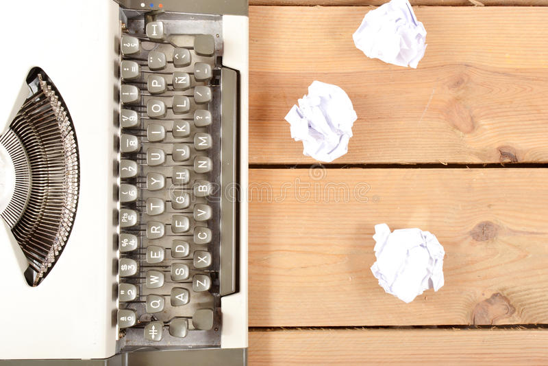 Macchina da scrivere su legno fotografia stock libera da diritti