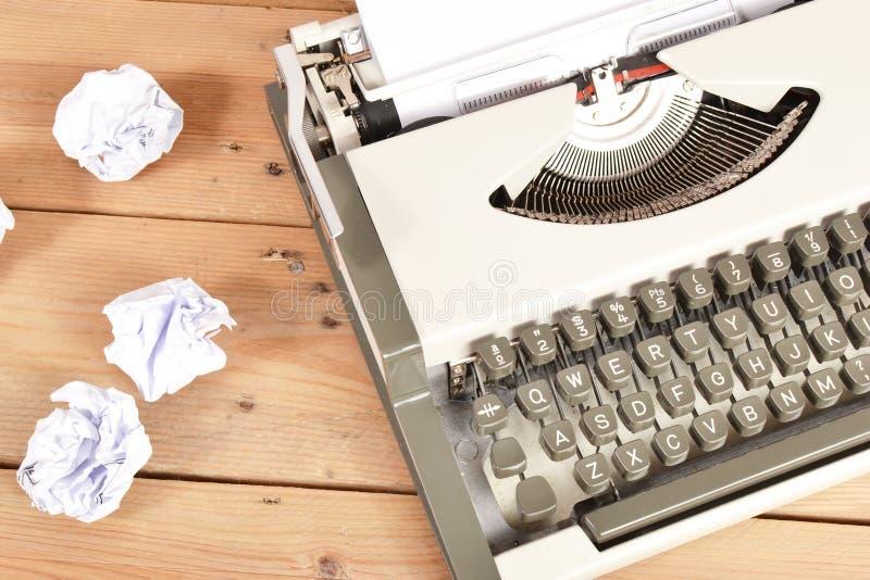 Macchina da scrivere su legno fotografie stock libere da diritti