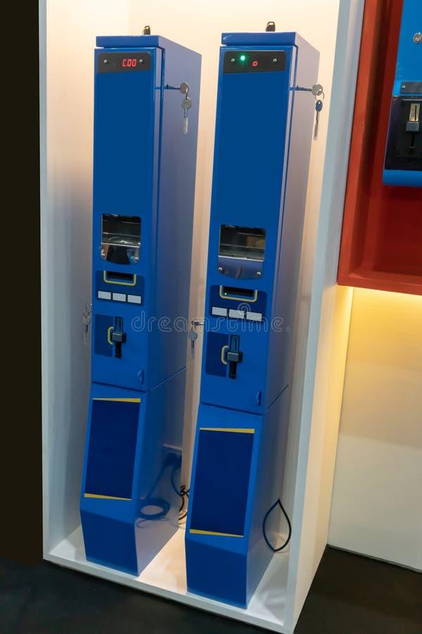 Macchina del commutatore di Bill nel colore blu fotografia stock