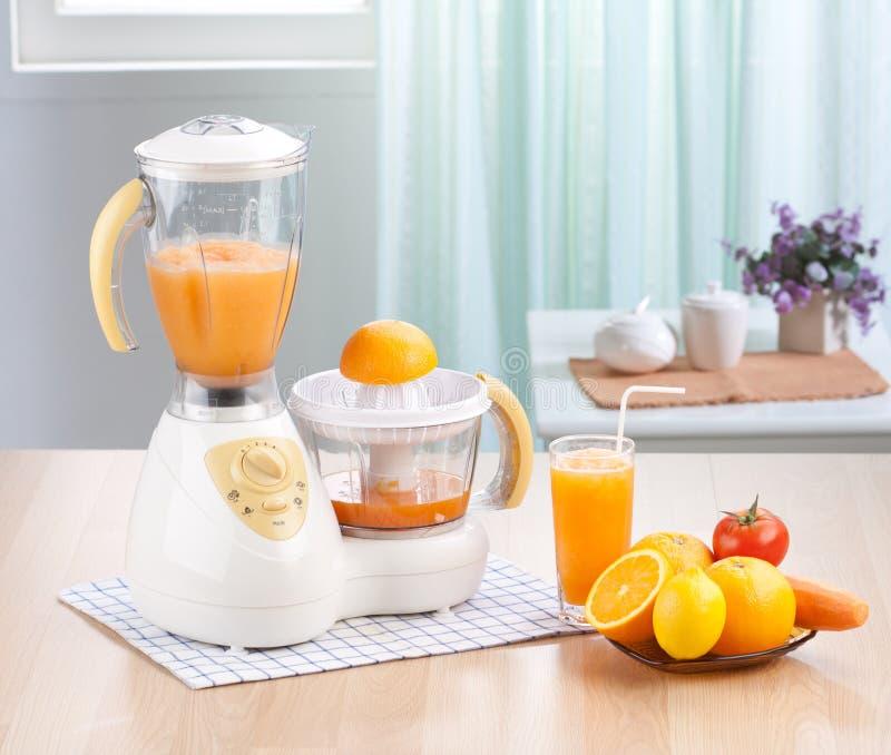 Macchina del miscelatore della spremuta di limone o dell'arancio fotografia stock