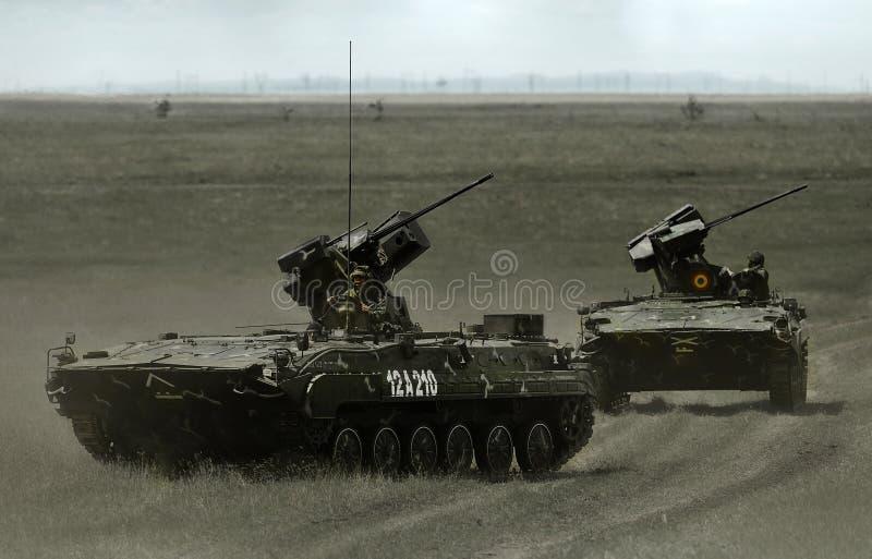 Macchina di combattimento di MLI 84 Jder nel poligono militare rumeno immagini stock