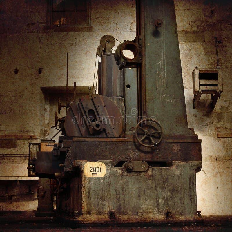 Macchina in fabbrica storica immagini stock libere da diritti