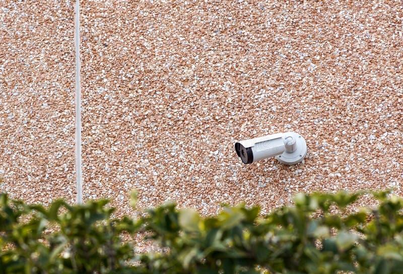 Macchina fotografica all'aperto sulla parete, spazio del CCTV della pallottola per testo Concetto - tecnologia e sicurezza fotografia stock