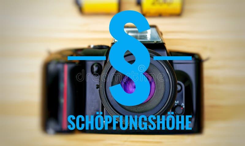Macchina fotografica con in tedesco Schöpfungshöhe nella condizione di scrittore originale inglese immagini stock