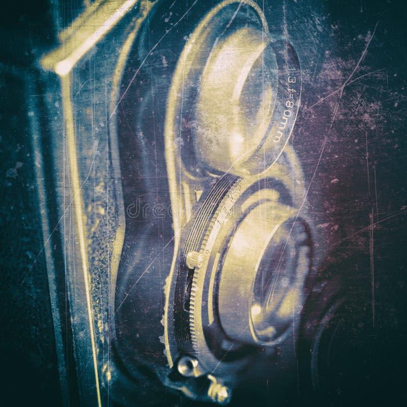 Macchina fotografica d'annata su un fondo nero fotografie stock libere da diritti