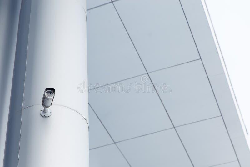 Macchina fotografica del CCTV Videocamera di sicurezza sulla parete Protezione della proprietà privata immagine stock libera da diritti