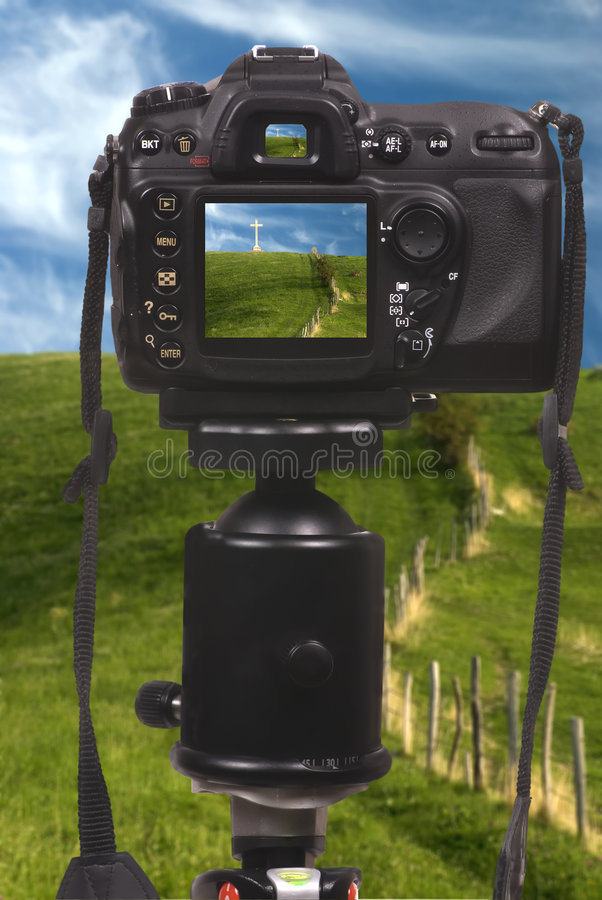 Macchina fotografica di Digitahi DSLR sul treppiedi fotografie stock