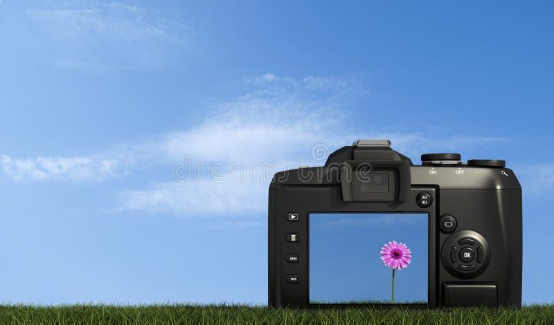 Macchina fotografica di Digitahi su erba contro cielo blu illustrazione vettoriale