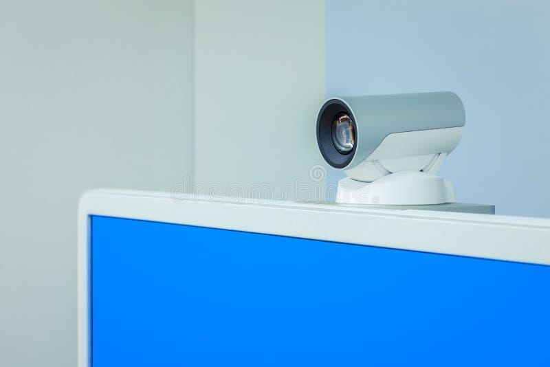 Macchina fotografica di teleconferenza, di videoconferenza o di telepresence con blu fotografia stock libera da diritti