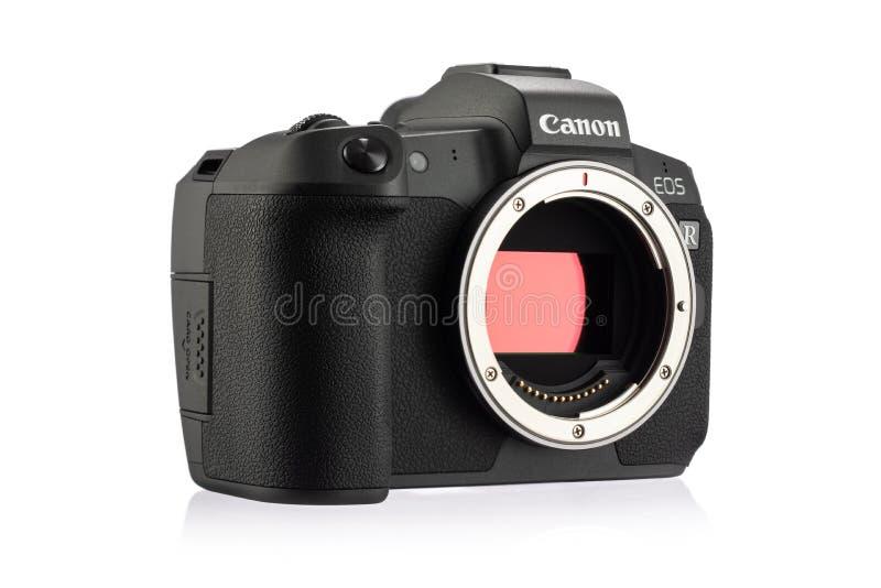 Macchina fotografica digitale di EOS R Mirrorless di Canon con il pixel doppio AF su un fondo bianco immagini stock
