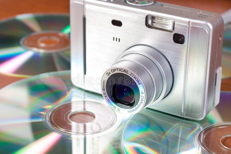 Macchina fotografica digitale e Cd compatti fotografia stock libera da diritti