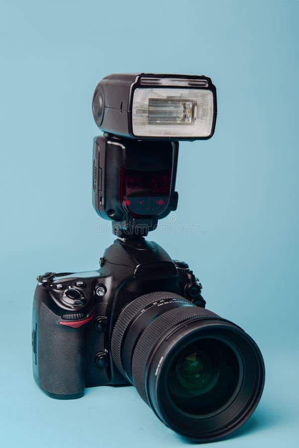 Macchina fotografica moderna professionale di DSLR fotografia stock