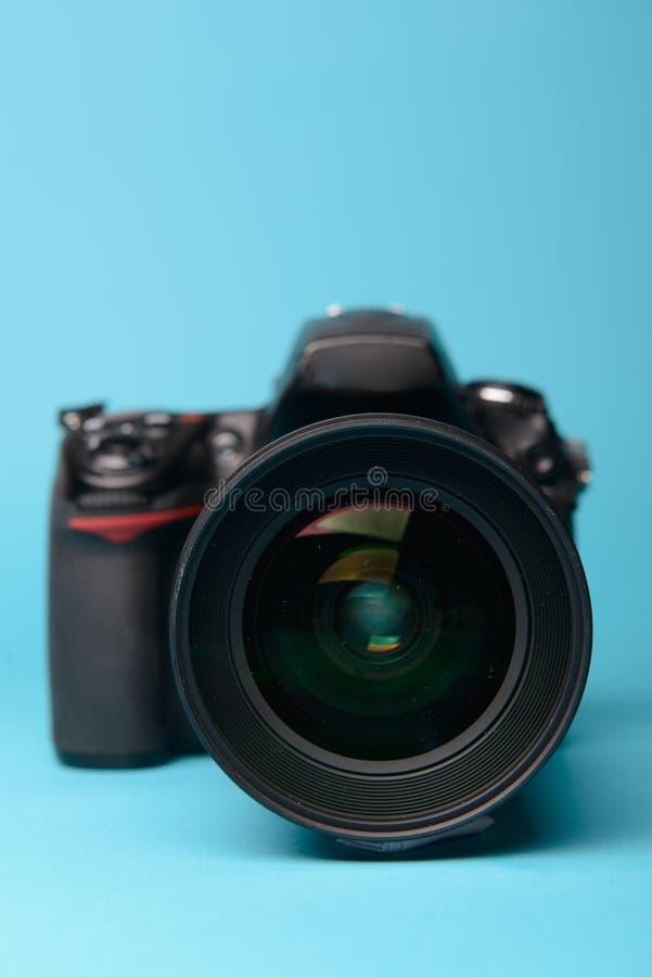 Macchina fotografica moderna professionale di DSLR immagini stock libere da diritti