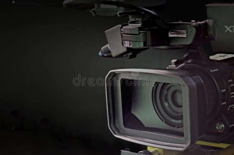 Macchina fotografica nello studio della TV immagine stock libera da diritti