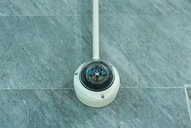 Macchina fotografica, videocamera di sicurezza o sorveglianza del CCTV funzionante sulla parete fotografie stock