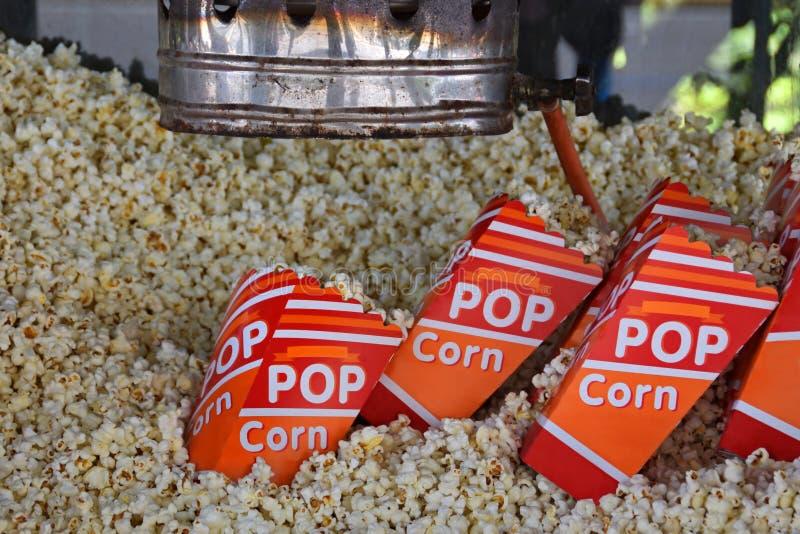 Macchina fresca di macchina per fare i popcorn dell'oggetto d'antiquariato del popcorn fotografie stock
