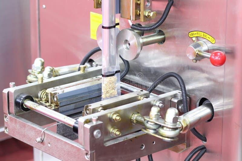 macchina imballatrice dell'imballaggio del fagiolo secco immagine stock