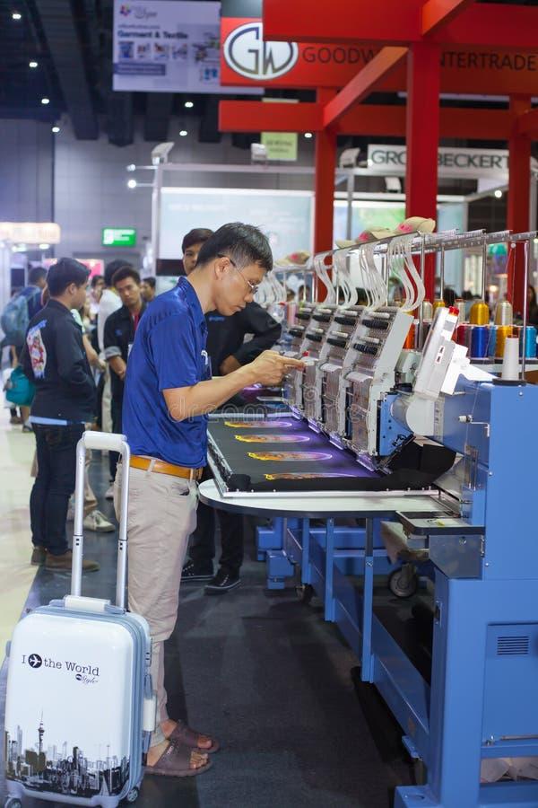 Download Macchina Industriale Del Ricamo Immagine Editoriale - Immagine di abito, vestiti: 56879245