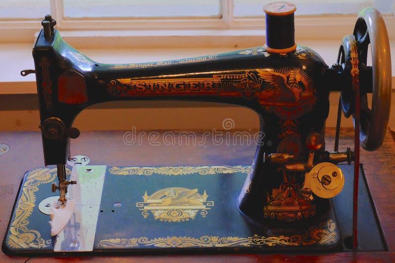 Macchina per cucire antica fotografie stock libere da diritti