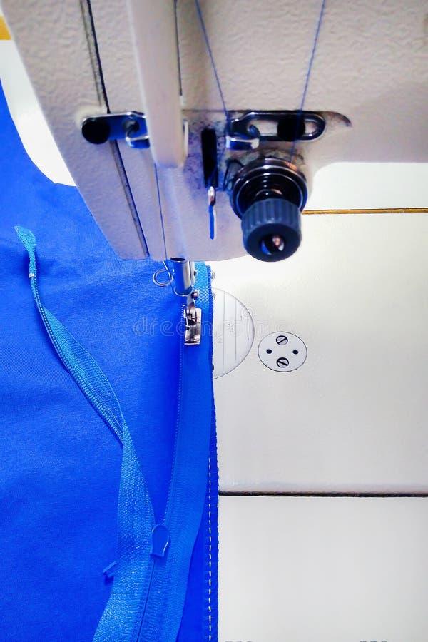 Macchina per cucire, fabbricazione di abbigliamento, fotografia stock